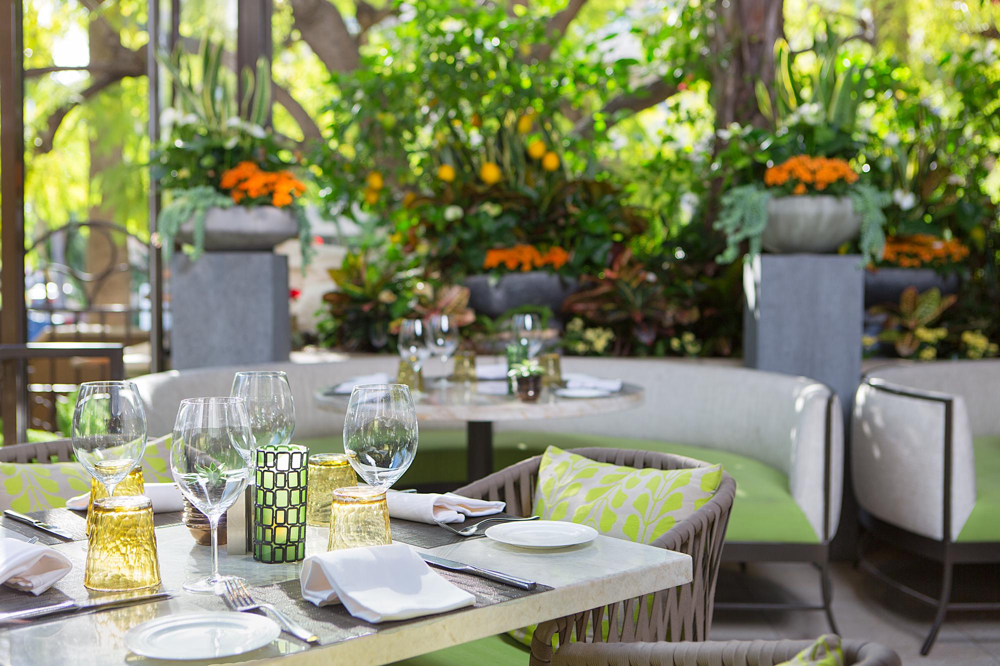 Italian restaurant decorating ideas shining home design for Italian restaurants decorating ideas
